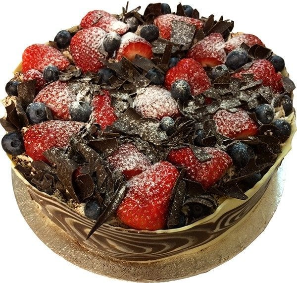 CAKE WITH FRUITS