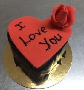 INDIVIDUAL HEART SHAPE GATEAUX